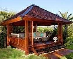 Quiosque de madeira tratada